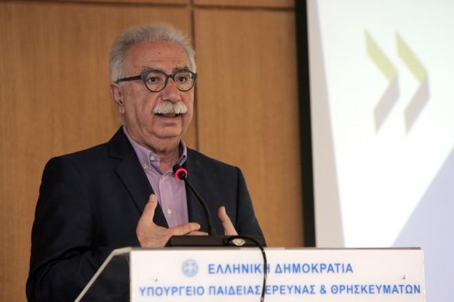 Ο υπουργός Παιδείας, Έρευνας και Θρησκευμάτων, Κώστας Γαβρόγλου παρουσιάζει την   έκθεση του ΟΟΣΑ «Εκπαίδευση για ένα Λαμπρό Μέλλον στην Ελλάδα» στο Υπουργείο Παιδείας, Πέμπτη 19 Απριλίου 2018. ΑΠΕ-ΜΠΕ/ΑΠΕ-ΜΠΕ/ΣΥΜΕΛΑ ΠΑΝΤΖΑΡΤΖΗ