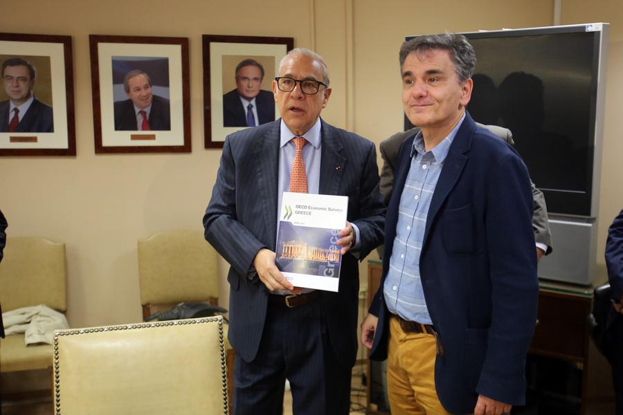 Έκθεση ΟΟΣΑ για την Ελλάδα: Πού βλέπει πρόοδο, πού χτυπάει «καμπανάκια»