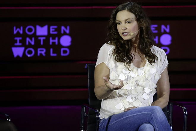 epa04718176 US Actress Ashley Judd addresses the Sixth Annual Women in the World Summit at the David H. Koch Theater at Lincoln Center in New York, New York, USA, 23 April 2015.  EPA/JASON SZENES