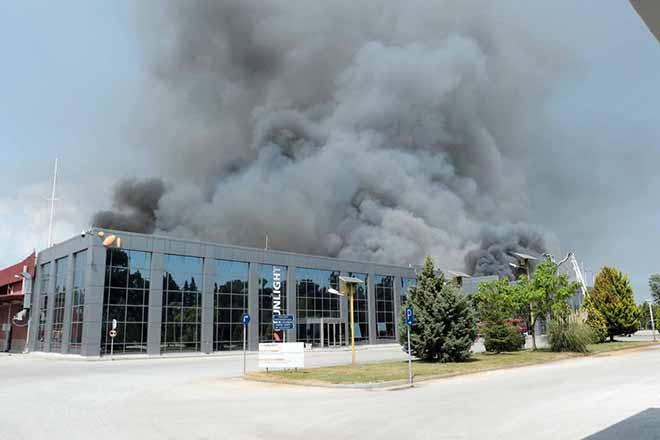 Έσβησε η φωτιά στο μεγαλύτερο εργοστάσιο παραγωγής βιομηχανικών μπαταριών της Ευρώπης