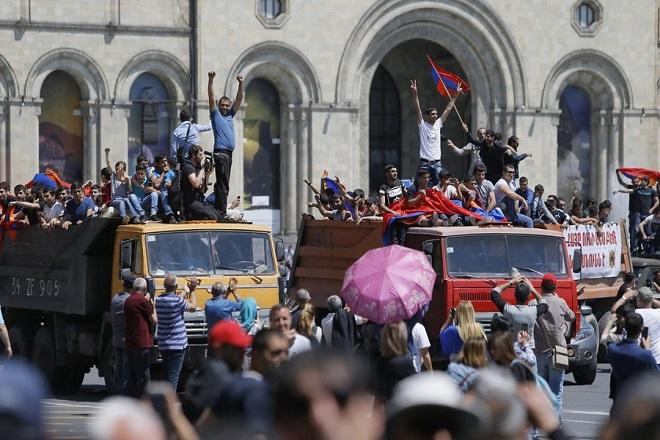 Αποκλεισμένη από τους διαδηλωτές που ζητούν πολιτική αλλαγή η πρωτεύουσα της Αρμενίας