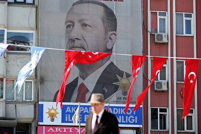 Ρετζέπ Ταγίπ Ερντογάν: Ένας «Σουλτάνος» σε νευρική κρίση – Καταρρέει η τουρκική λίρα