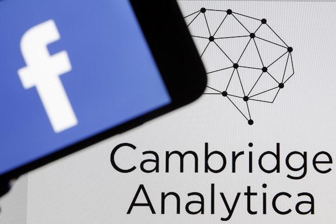 «Κατεβάζει ρολά» η Cambridge Analytica – Κατέθεσε αίτηση πτώχευσης