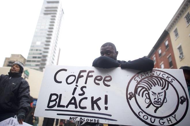 Τι απέγιναν οι δυο Αφροαμερικανοί που συνελήφθησαν στα Starbucks της Φιλαδέλφεια