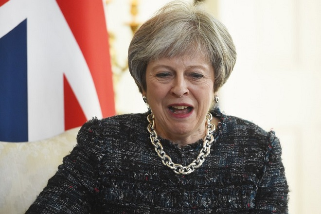 epa06694409 British Prime Minister Theresa May speaks with President of Azerbaijan Ilham Aliyev (not pictured) during their meeting in 10 Dowing Street in London, Britain, 26 April 2018.  EPA/FACUNDO ARRIZABALAGA / POOL