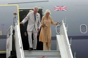 epa06315283 Britain's Prince Charles (L) and his wife Camilla (R), Duchess of Cornwall, arrive at the airport in New Delhi, India, 08 November 2017. The Prince of Wales and the Duchess of Cornwall are on a royal visit to India and scheduled to meet top Indian politicians.  EPA/HARISH TYAGI