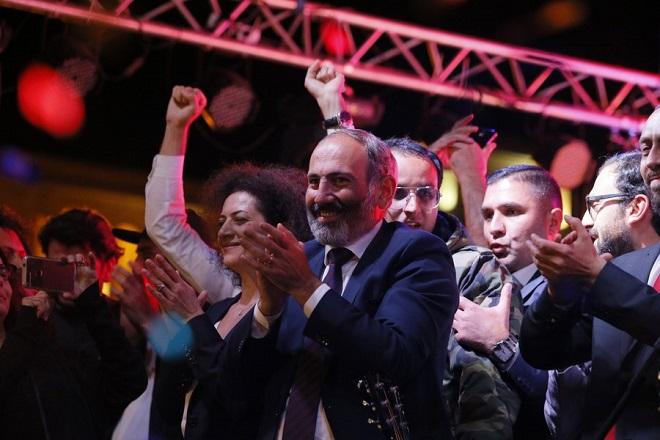 Θριαμβευτής ο πρωθυπουργός Νικόλ Πασινιάν στις πρόωρες εκλογές στην Αρμενία