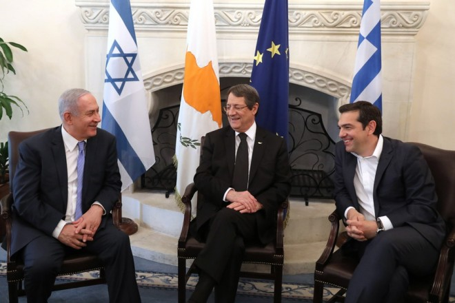 epa06718425 Cypriot President Nicos Anastasiades (C), Israeli Prime Minister Benjamin Netanyahu  and Greek Prime Minister Alexis Tsipras talk during a meeting the Presidential Palace in Nicosia, Cyprus, 08 May 2018. Cyprus, Greece and Israel are holding a tripartite economic relations meeting on energy in Nicosia aimed at establishing greater cooperation in the eastern Mediterranean.  EPA/YIANNIS KOURTOGLOU / POOL