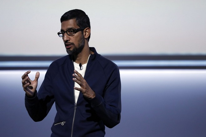 epa06244794 Google Chief Executive Officer Sundar Pichai addresses the audience during the new product launch at the San Francisco Jazz Center in San Francisco, California, USA, 04 October 2017.  EPA/MONICA M. DAVEY  EPA-EFE/MONICA M. DAVEY