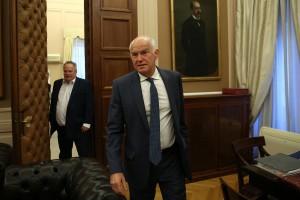 Ο υπουργός Εξωτερικών Νίκος Κοτζιάς  με τον πρώην πρωθυπουργό Γιώργο Παπανδρέου στη συνάντηση τους στο Υπουργείο Εξωτερικών, Αθήνα Τετάρτη 9 Μαίου 2018.  ΑΠΕ-ΜΠΕ/ΑΠΕ-ΜΠΕ/ΟΡΕΣΤΗΣ ΠΑΝΑΓΙΩΤΟΥ