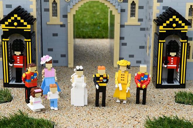 Ο γάμος της Μέγκαν Μαρκλ με τον πρίγκιπα Χάρι σε Lego