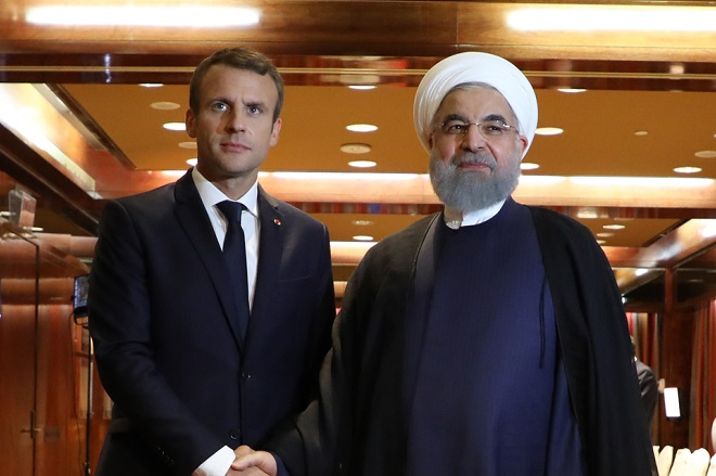 France's president Emmanuel Macron (L) greets Iranian president Hassan Rouhani at the Millennium Hotel near the United Nations on September 18, 2017, in New York. / AFP PHOTO / LUDOVIC MARIN