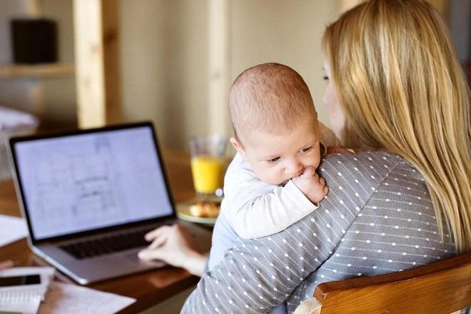 Ποιος ο ρόλος της εργαζόμενης μητέρας στη σύγχρονη αγορά εργασίας