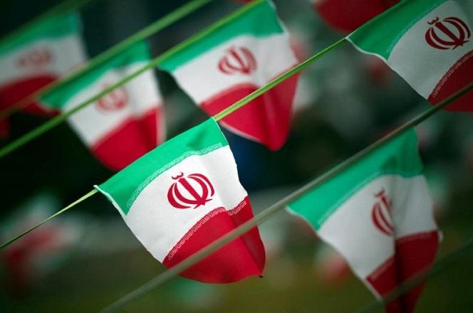 Τραμπ: «Συντριπτικά» αντίποινα κατά του Ιράν σε περίπτωση ενέργειας κατά των ΗΠΑ