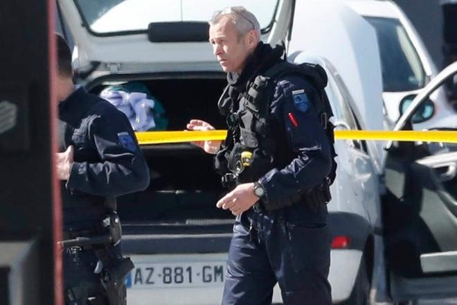 Γάλλος υπήκοος με καταγωγή από την Τσετσενία ο δράστης στο Παρίσι