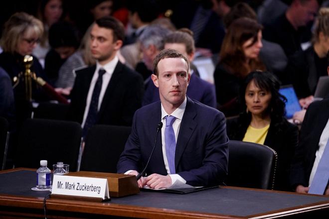 Facebook: 2018, η πιο unfriend χρονιά του Μαρκ Ζούκερμπεργκ