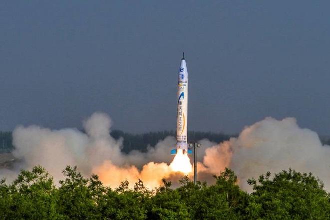 Η Κίνα εκτόξευσε τον πρώτο της πύραυλο: Όλα όσα πρέπει να γνωρίζετε