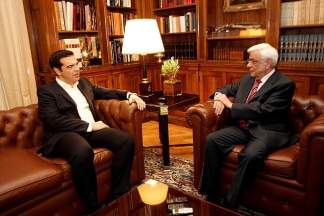 Μπαράζ επαφών με πολιτικούς αρχηγούς και ΠτΔ για την ΠΓΔΜ
