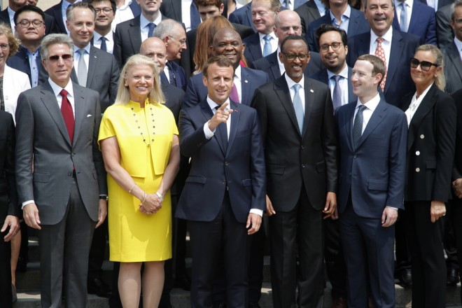 epa06757485 French President Emmanuel Macron (C) poses for a family picture with Rwanda's President Paul Kagame, Facebook's founder and CEO Mark Zuckerberg (2-R) and IMB's President and CEO Virginia Rometty as he hosts the 'Tech for Good' summit over lunch with tech companies CEOs at the Elysee Palace in Paris, France, 23 May 2018.  EPA/CHARLES PLATIAU / POOL MAXPPP OUT