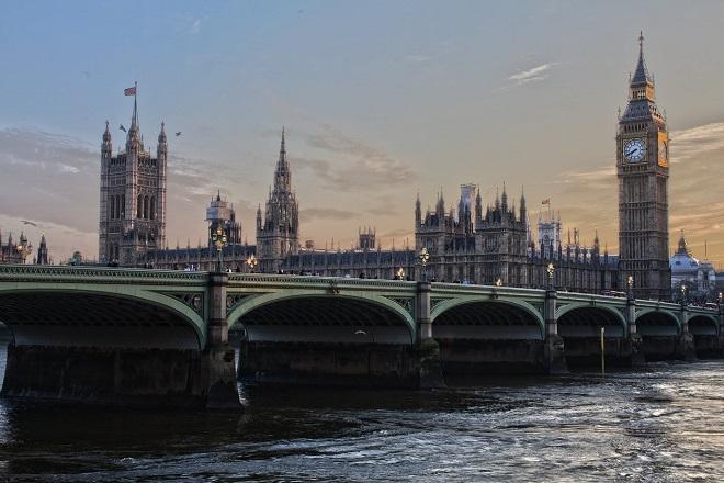 «Πλυντήριο» ρωσικού χρήματος το Λονδίνο: Η αποκαλυπτική έκθεση του βρετανικού κοινοβουλίου
