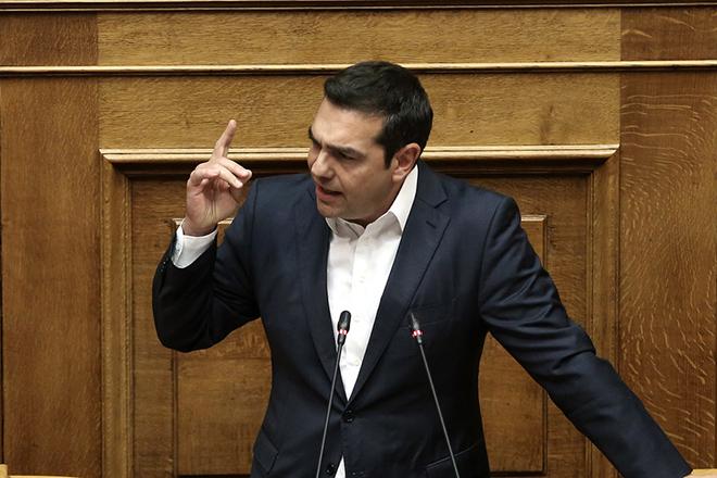 Ο πρωθυπουργός Αλέξης Τσίπρας μιλάει στην Ολομέλεια της Βουλής στη συζήτηση σε επίπεδο αρχηγών κομμάτων, σχετικά με το περιεχόμενο της διαπραγμάτευσης μεταξύ κυβέρνησης και δανειστών για το κλείσιμο της τέταρτης αξιολόγησης, την οποία έχει ζητήσει η επικεφαλής της ΔΗΣΥ, Φώφη Γεννηματά, Τετάρτη 23 Μαΐου 2018.   ΑΠΕ-ΜΠΕ/ΑΠΕ-ΜΠΕ/ΣΥΜΕΛΑ ΠΑΝΤΖΑΡΤΖΗ