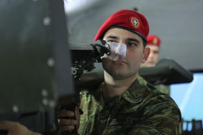 Το περίπτερο του Ελληνικού Στρατού στην ΔΕΘ. Ειδικό ρομποτάκι εξουδετέρωσης εκρηκτικών μηχανισμών αλλά και σκυλιά που βρίσκονται στην υπηρεσία του Τάγματος Εκκαθάρισης Ναρκοπεδίων Ξηράς (ΤΕΝΞ), θα έχουν τη δυνατότητα να δουν επισκέπτες στο περίπτερο που στήνει για πρώτη σε ΔΕΘ το Γενικό Επιτελείο Στρατού, Παρασκευή 9 Σεπτεμβρίου 2016. ΑΠΕ-ΜΠΕ/ΑΠΕ-ΜΠΕ/ΝΙΚΟΣ ΑΡΒΑΝΙΤΙΔΗΣ