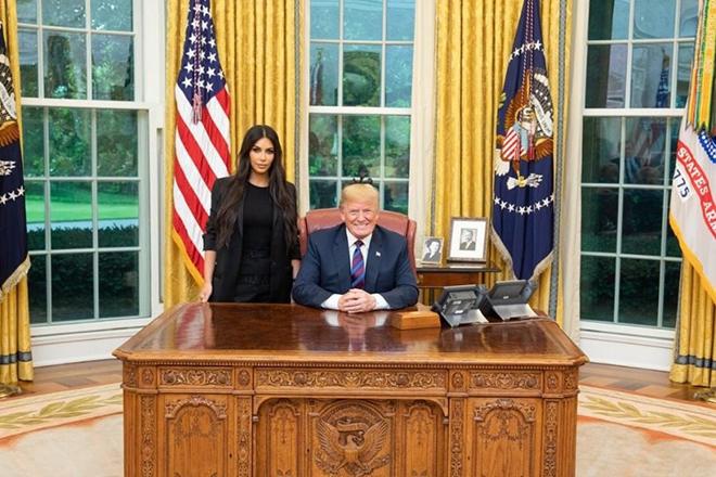 Ντόναλντ Τραμπ και Κιμ Καρντάσιαν μαζί στο Οβάλ Γραφείο