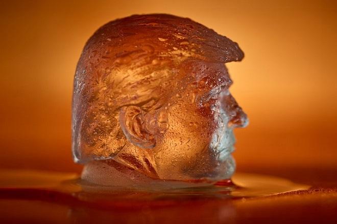 Η προτομή του Τραμπ τώρα και σε… παγάκια για το ποτό σας