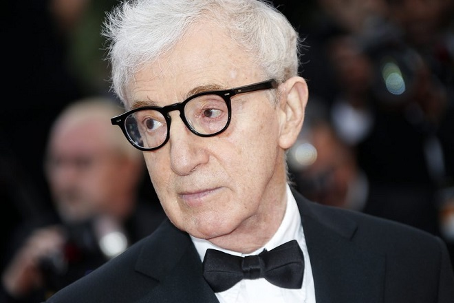epa05299806 US director Woody Allen arrives for the screening of 'Cafe Society' and the Opening Ceremony of the 69th annual Cannes Film Festival in Cannes, France, 11 May 2016. Presented out of competition, the movie opens the festival which runs from 11 to 22 May.  EPA/JULIEN WARNAND
