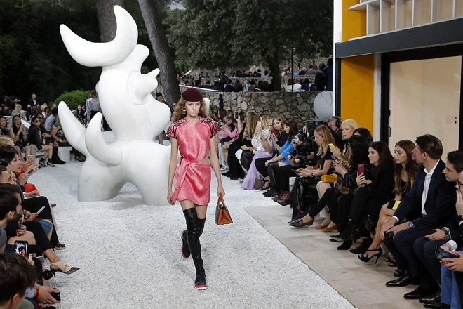 epaselect epa06769622 A model presents a creation by French designer Nicolas Ghesquiere for Louis Vuitton label during the Louis Vuitton's Cruise 2018 Show at the Maeght Foundation in Saint Paul, southern France, 28 May 2018.  EPA/SEBASTIEN NOGIER