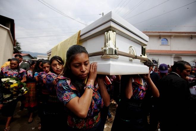 Γουατεμάλα: Έφτασαν τους 65 οι νεκροί από την έκρηξη του ηφαιστείου Φουέγο
