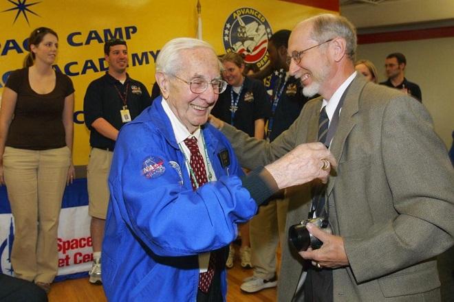 «Έφυγε» σε ηλικία 104 ετών ο Γερμανός επιστήμονας που έστειλε τους πρώτους ανθρώπους στο φεγγάρι