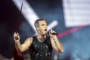 epa06158694 British pop star Robbie Williams performs during his concert at Groupama Arena stadium in Budapest, Hungary, 23 August 2017. It is the Hungarian stop of his 'The Heavy Entertainment Show' stadium tour.  EPA/Balazs Mohai To be used only over the course of 14 days from shoot day, for editorial purposes only HUNGARY OUT  EDITORIAL USE ONLY