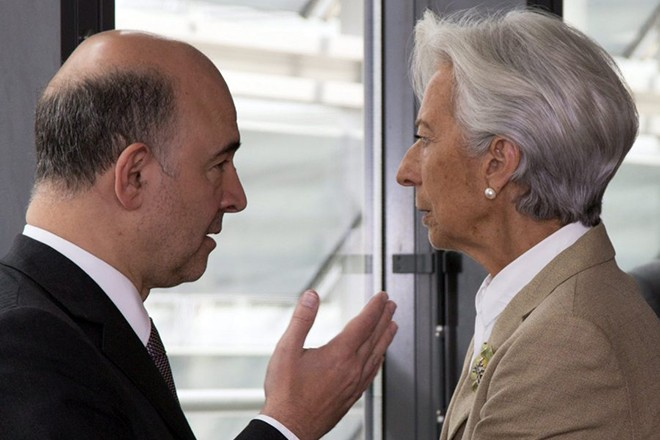 epa04816414 European Commissioner for Economic and Financial Affairs Pierre Moscovici (L) and International Monetary Fund (IMF) Managing Director Christine Lagarde (R) at the start of a meeting on Greece at the European Commission in Brussels, Belgium, 24 June 2015. Greek Prime Minister Alexis Tsipras is set to conduct yet another round of crisis talks with representatives of the country's creditors, ahead of a crucial meeting of eurozone finance ministers where all sides hope a solution can be found to save the country from bankruptcy.  EPA/VIRGINIA MAYO / POOL