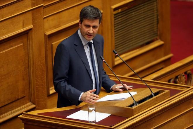 Ο αναπληρωτής υπουργός Οικονομικών Γιώργος Χουλιαράκης μιλάει από το βήμα της Βουλής στη συζήτηση για τη ψήφιση του νομοσχεδίου με τα προαπαιτούμενα για το κλείσιμο της 4ης αξιολόγησης, Τετάρτη 13 Ιουνίου 2018. ΑΠΕ-ΜΠΕ/ΑΠΕ-ΜΠΕ/ΟΡΕΣΤΗΣ ΠΑΝΑΓΙΩΤΟΥ