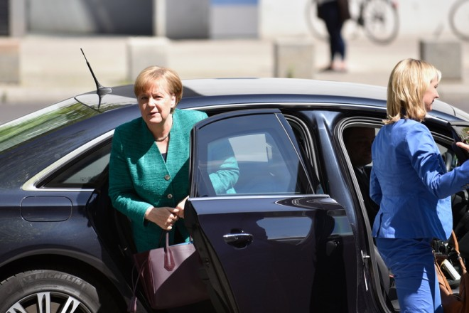 epa06806228 German Chancellor Angela Merkel (L) arrives at the Reichstag building, the seat of the German parliament Bundestag, in Berlin, Germany, 14 June 2018. Merkel Chancellor meets with the heads of her ruling CDU faction to discuss on a crisis meeting on government's asylum policy and a proposal to close the borders for some refugees, who already were registered in other European countries.  EPA/MARKUS HEINE