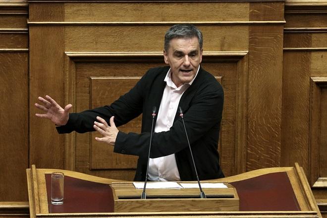 Ο υπουργός Οικονομικών Ευκλείδης Τσακαλώτος μιλάει στη συζήτηση για την ψήφιση του νομοσχεδίου με τα προαπαιτούμενα για το κλείσιμο της 4ης αξιολόγησης στην Ολομέλεια της Βουλής, Αθήνα, Πέμπτη 14 Ιουνίου 2018. ΑΠΕ-ΜΠΕ/ΑΠΕ-ΜΠΕ/ΣΥΜΕΛΑ ΠΑΝΤΖΑΡΤΖΗ