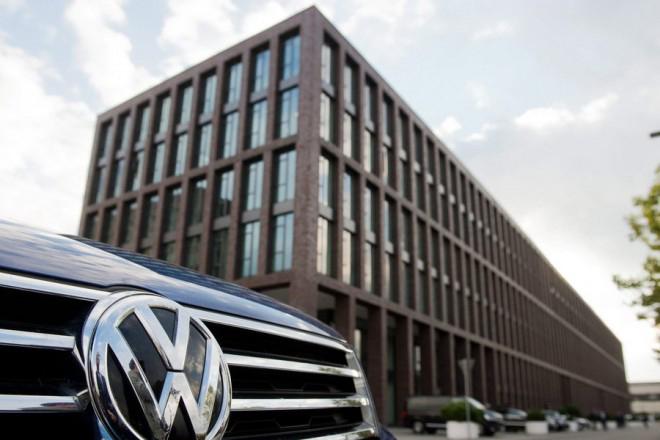 Σε μπελάδες (ξανά) η VW: Αντιμέτωπη με νέα μήνυση για τα οχήματα κινητήρων ντίζελ