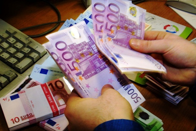 A cashier counts out 500 Euro notes in The American Express bureau de change on Haymarket in London 12 December 2001. The first Euro notes have arrived in the UK and are now being distributed throughout the offices. The Euro notes however will not become legal tender until 1st January, replacing the 12 familiar countries including the French franc, German mark and Spanish peseta. The 500 denomination note has caused controversy about criminals being able to transport large amounts of cash relatively easily.EPA PHOTO Adrian DENNIS