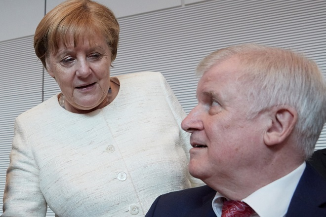 epa06802523 (L-R) German Chancellor Angela Merkel of the Christian Democratic Union (CDU), Minister of Interior, Construction and Homeland Horst Seehofer of the Christian Social Union (CSU), during the beginning of a faction meeting in Berlin, Germany, 12 June 2018.  EPA/HAYOUNG JEON