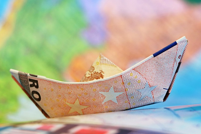 money euro ευρω χρηματα λεφτα χαρτονομισματα βαρκα πλοιο boat