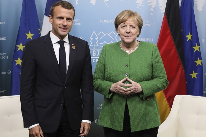 epa06795358 French president Emmanuel Macron (L) meets with German chancellor Angela Merkel on the sidelines of the G7 Summit in La Malbaie, Quebec, Canada, 08 June 2018.  EPA/LUDOVIC MARIN / POOL MAXPPP OUT