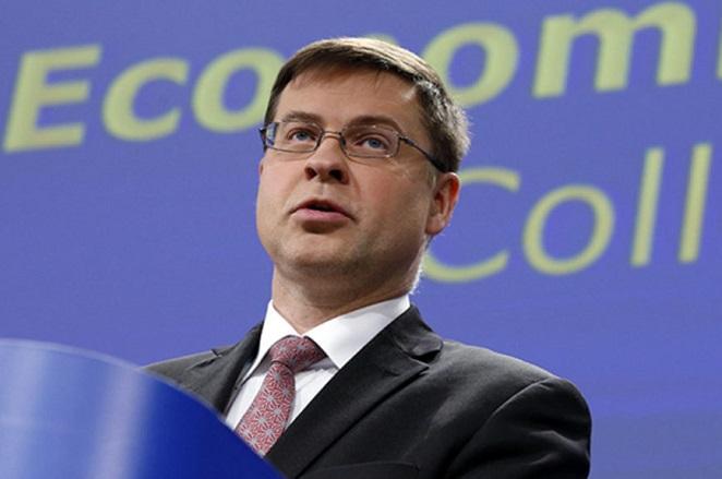 Ντομπρόβσκις: Δεν θα περικοπούν οι συντάξεις. Η Ελλάδα θα πιάσει πλεόνασμα 3,5%