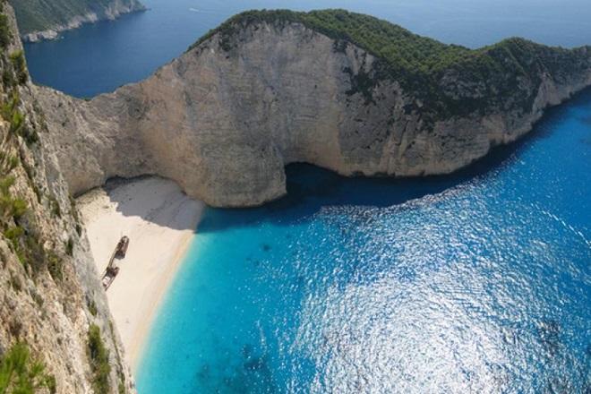 Ζάκυνθος: Πτώση βράχων στην παραλία του Ναυαγίου. Στο νοσοκομείο τρεις τραυματίες