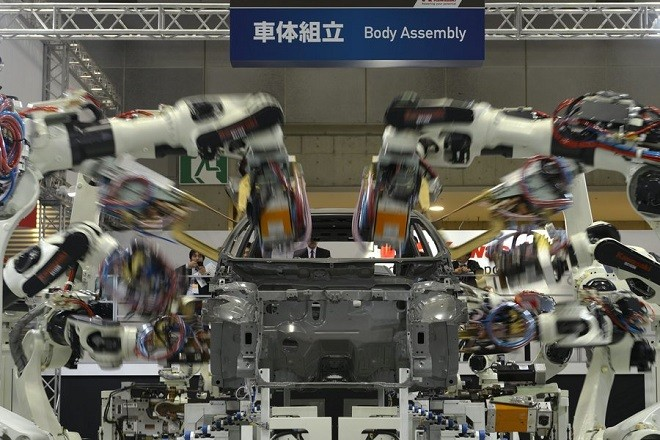 epa03937873 Kawasaki Heavy Industries, Ltd. industrial robots demonstrate on a makeshift assembly line during the International Robot Exhibition 2013 in Tokyo, Japan, 06 November 2013. Marking its 20th anniversary, the International Robot Exhibition is held every two-year and according to the organizers, it is the largest exclusive robot exhibition in the world.  EPA/FRANCK ROBICHON