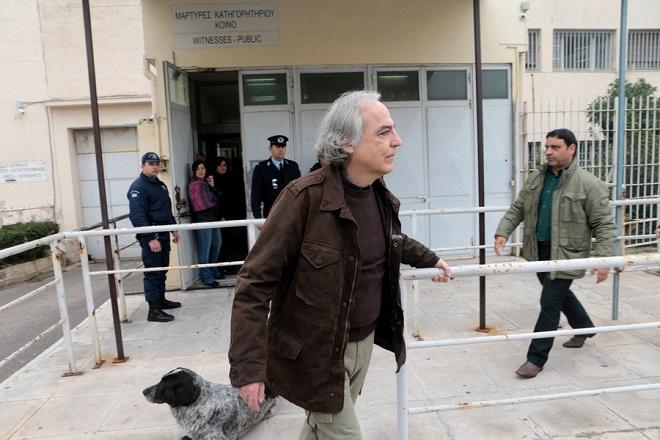 Ο Δημήτρης Κουφοντίνας εξέρχεται από τις φυλακές Κορυδαλλού, με διήμερη άδεια , Παρασκευή 9  Φεβρουαρίου   2018. Ο Δημήτρης Κουφοντίνας που έχει καταδικαστεί σε 11φορές ισόβια κάθειρξη για τη δράση του στη τρομοκρατική οργάνωση «17Ν», έλαβε για δεύτερη φορά 48ωρη άδεια, με αυστηρούς περιοριστικούς όρους . ΑΠΕ-ΜΠΕ/ΑΠΕ-ΜΠΕ/Παντελής Σαίτας