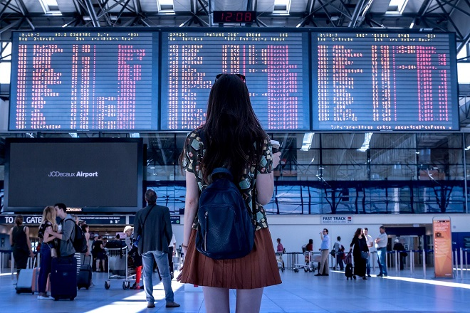 airport girl suitcase αεροδρομιο αναχωρηση βαλιτσα