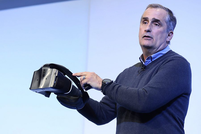 epa05698642 Intel CEO Brian Krzanich holds a protoytype of the Project Alloy All-in-one merged reality headset during the Intel press conference at the 2017 International Consumer Electronics Show in Las Vegas, Nevada, USA, 04 January 2017. The annual CES, which takes place from 5 to 8 January, is a gathering where industry manufacturers, advertisers and tech-minded consumers converge to experience new gadgets and innovations that will be released on the market each year.  EPA/MIKE NELSON