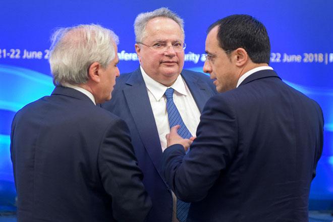 Ο υπουργός Εξωτερικών Νίκος Κοτζιάς (Κ) συνομιλεί με τον υπουργό Εξωτερικών της Κύπρου Νίκο Χριστοδουλίδη (Δ)  πριν την οικογενειακή φωτογραφία, στο πλαίσιο την τρίτης Διάσκεψη της Ρόδου για την Ασφάλεια και τη Σταθερότητα  που πραγματοποιείται στις 21 και 22 Ιουνίου με τη συμμετοχή Υπουργών Εξωτερικών και υψηλών αξιωματούχων προερχομένων από χώρες της Μεσογείου, της Μέσης Ανατολής, Οργανισμούς συνεργασίας αραβικών χωρών, καθώς και παρατηρητών από χώρες εκτός της περιοχής, όπως το Βιετνάμ, η Κολομβία και η Ινδονησία, Πέμπτη 21 Ιουνίου 2018. ΑΠΕ ΜΠΕ/ ΑΠΕ ΜΠΕ/ ΔΑΜΙΑΝΙΔΗΣ ΛΕΥΤΕΡΗΣ
