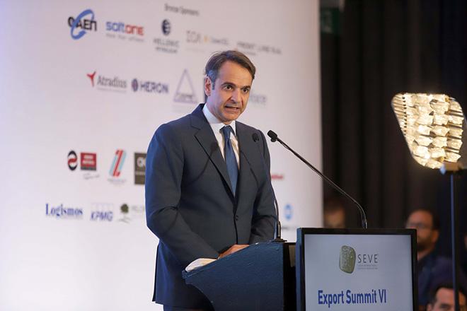 Ο πρόεδρος της Νέας Δημοκρατίας Κυριάκος Μητσοτάκης κατά τη διάρκεια της ομιλίας του στο συνέδριο «Export Summit VΙ» που διοργανώνει ο Σύνδεσμος Εξαγωγέων Βορείου Ελλάδος (ΣΕΒΕ), που πραγματοποιήθηκε στο ξενοδοχείο «Μακεδονία Παλλάς». Θεσσαλονίκη, Πέμπτη 21 Ιουνίου 2018. ΑΠΕ ΜΠΕ/PIXEL/ΜΠΑΡΜΠΑΡΟΥΣΗΣ ΣΩΤΗΡΗΣ